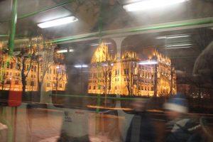 Budapest illuminata vista dal tram n. 2
