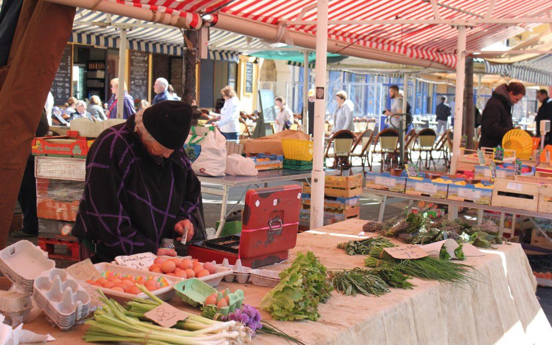 Cours Saleya, il mercato di fiori e ortaggi di Nizza