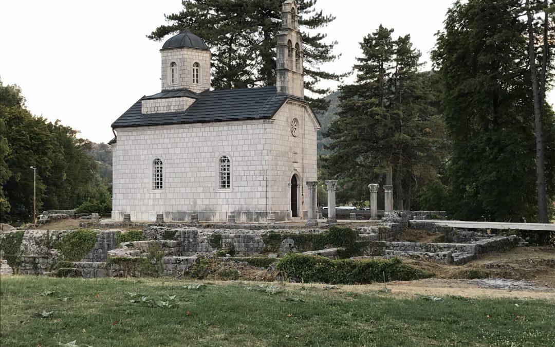 Cetinje, ex capitale del Montenegro, città a misura d'uomo