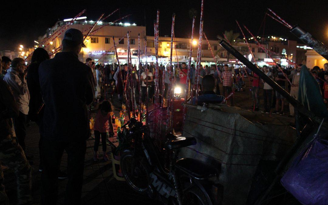 Gioco della bottiglia a piazza Jemaa el Fna – Foto