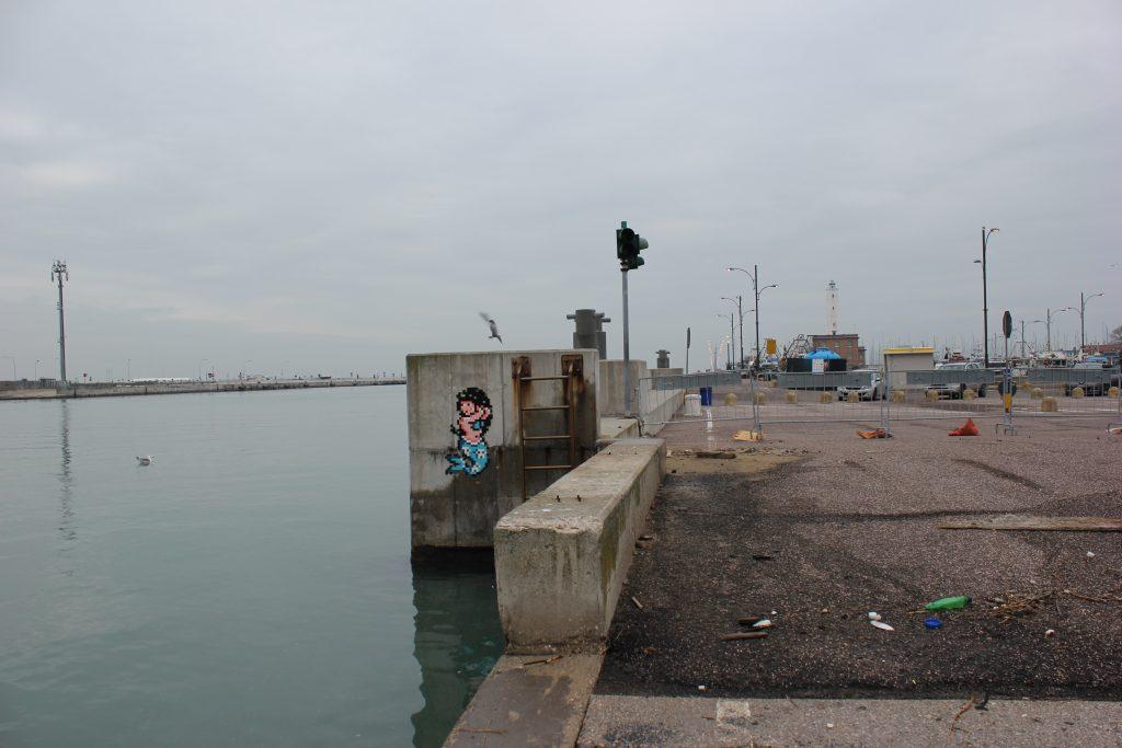 La sirena di Invader a Marina di Ravenna