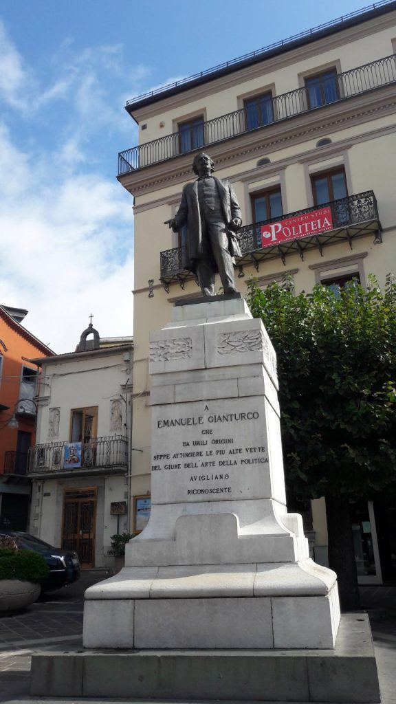 Statua in onore di Emanuele Gianturco, Avigliano